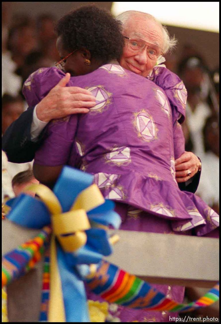 Gordon B. Hinckley Speaks in Accra's Independence Square
